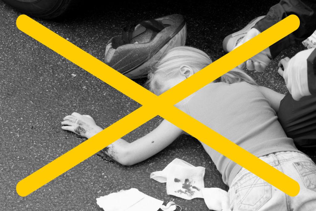 Kleines Mädchen liegt nach Fahrradunfall mit blutenden Wunden auf der Straße. Das Foto ist durchgestrichen.